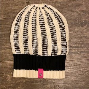 Lululemon wool black and white beanie hat